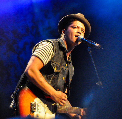 Bruno Mars – Grenade (Acoustic Live Version). I fuggs with dude.