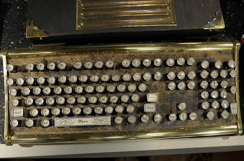 Morimos Parte 2 - Página 3 Warehouse-13-steampunk-keyboard1