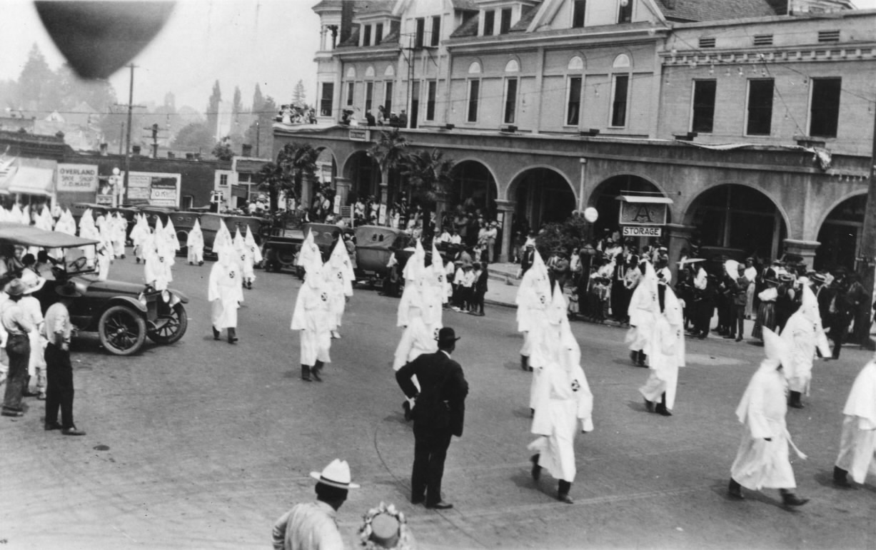 kkk in the 1920s essays I am writing a research paper about how the 1920s affected the growth of the kkk is this a good thesis as a whole, the 1920s were a decade of great.