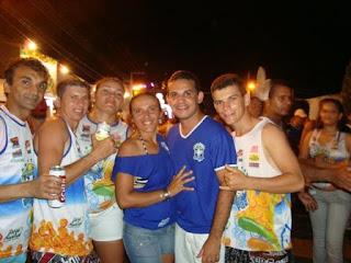 Max ao lado dos amigos no Ribeirópolis Folia 2010