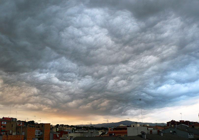 enfadat angry cel cielo skay nube nubol cloud negro negror black