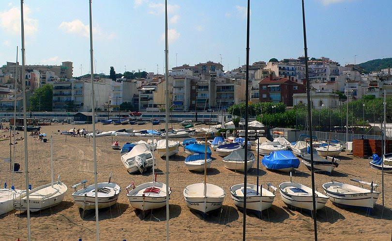 san pol mar beach barcas embarcaciones playa platja boats