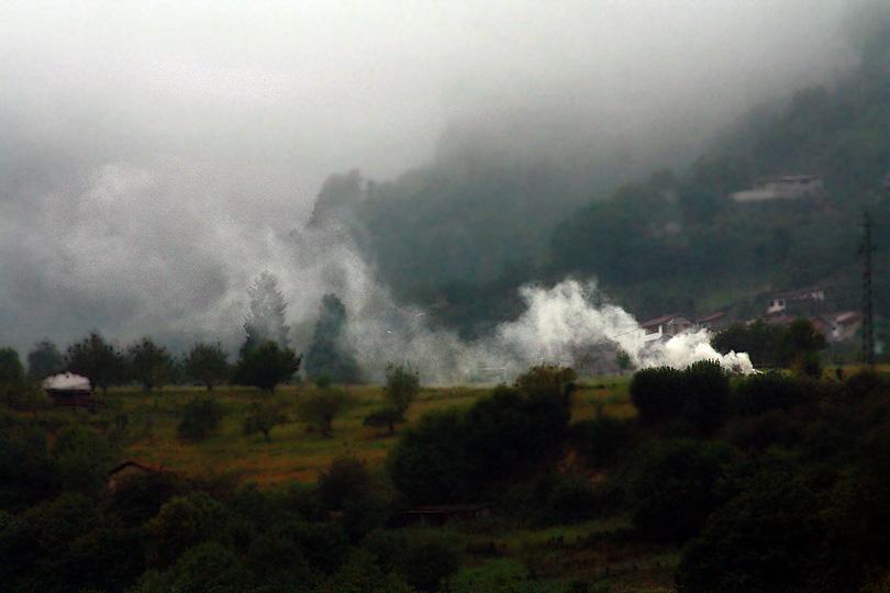 conceyu ayer asturies concejo aller asturias fum humo boira niebla smoke haze spain españa espanya