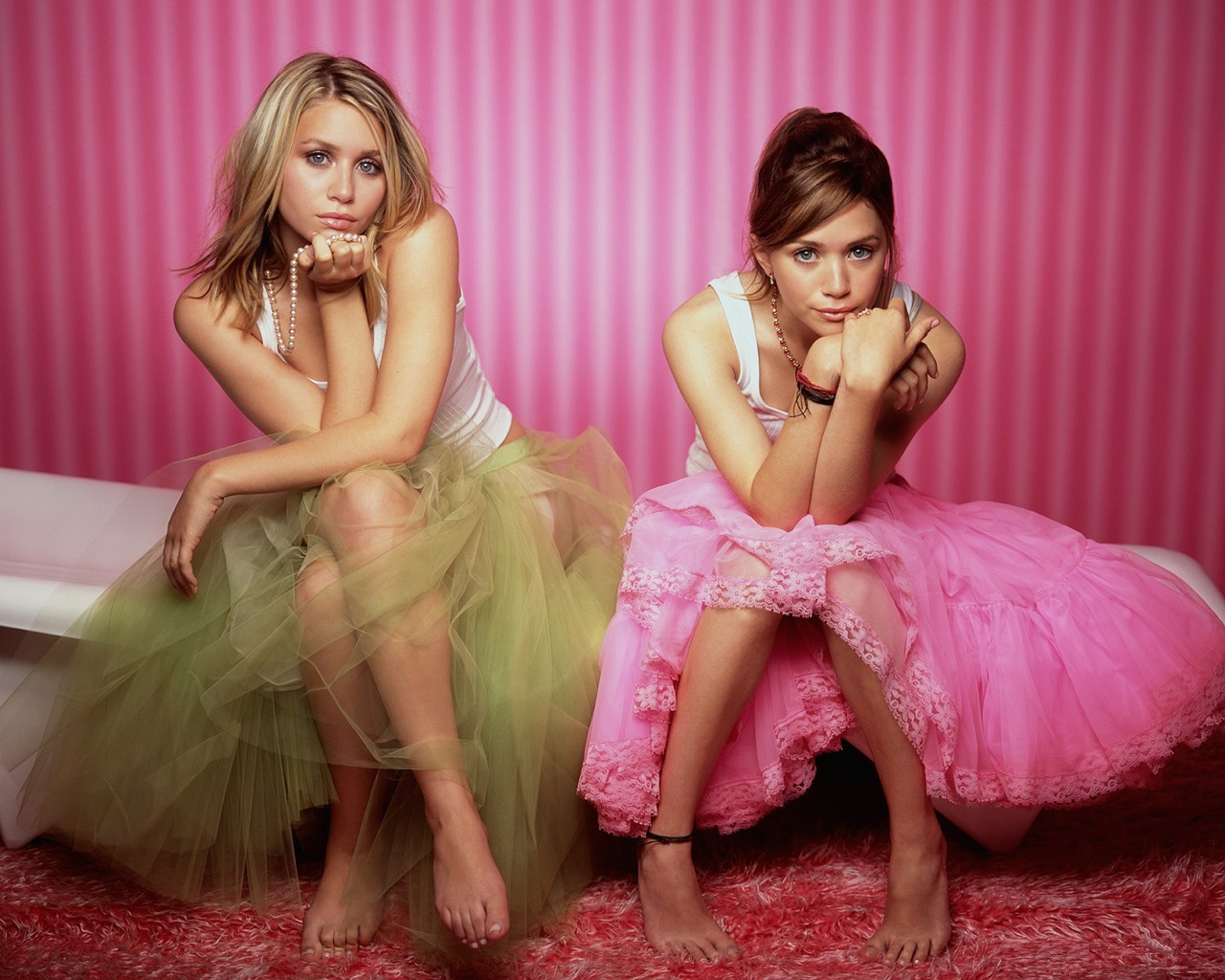 http://4.bp.blogspot.com/_Aq5yS-DqLDo/TLjFJbd248I/AAAAAAAAAA0/vKfuitodd2U/s1600/Mary_-_Kate_and_Ashley_Olsen.jpg