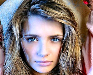Free wallpapers of Mischa Barton, english hollywood star images and pictures, photos and pics