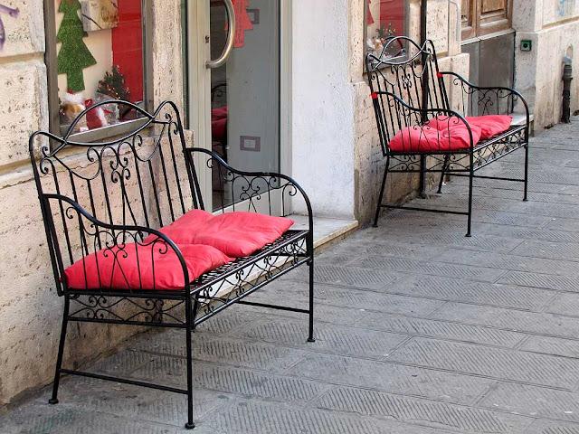 Crêperie benches, via Ricasoli, Livorno