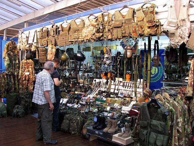 Livorno una foto al giorno nuovo mercatino americano - Il mercato della piastrella moncalieri orari ...
