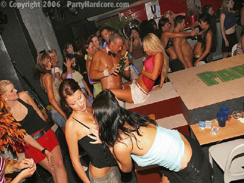 Fiestas callejeras gays desnudas