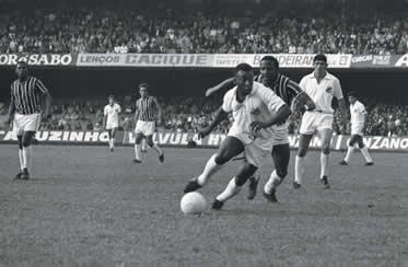 1964 - Santos (3 gols) 1965 - Santos (7 gols)  editar Copa Intercontinental  1962 - Santos (3 gols) 1963 - Santos  editar Taça Libertadores da América e9fbff8fbf2e3
