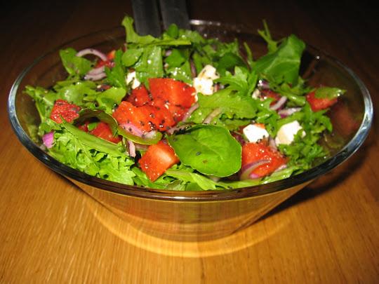 Salat með melónu og fetaosti