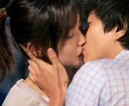Cara melakukan ciuman bibir
