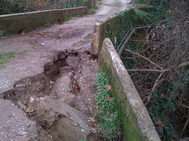 Στα..δύο κόπηκε το Δ.Δ. Βρυσών απο μερική καταρρευση ιστορικού γεφυριού