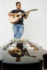Gabriel e o violão...