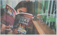 """Membaca Buku """"DEMONSTRASI SEKS BEBAS"""""""