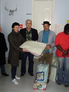 Prefeitura distribui kits para famílias carentes