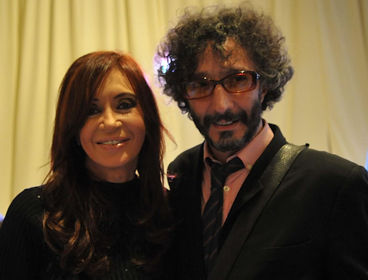 http://4.bp.blogspot.com/_B0wVoJGsapU/TAGdjOd0u8I/AAAAAAAAAnA/jDc8xbpomI8/s1600/Cristina+y+Fito.-.jpg