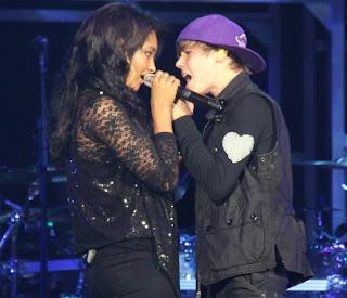 Justin bieber and jessica jarrell kissing