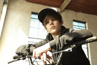 Justin Bieber - Favorite Girl Lyric, MP3, Ringtones FREE Download