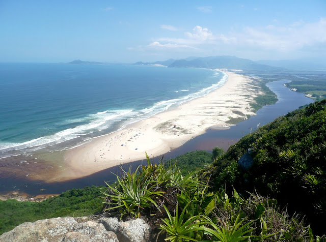 Morro da Pedra do Urubú, Guarda do Embaú, SC - Brasil