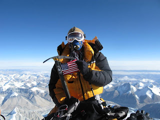 Mount_Everest_Summit_American_Flag