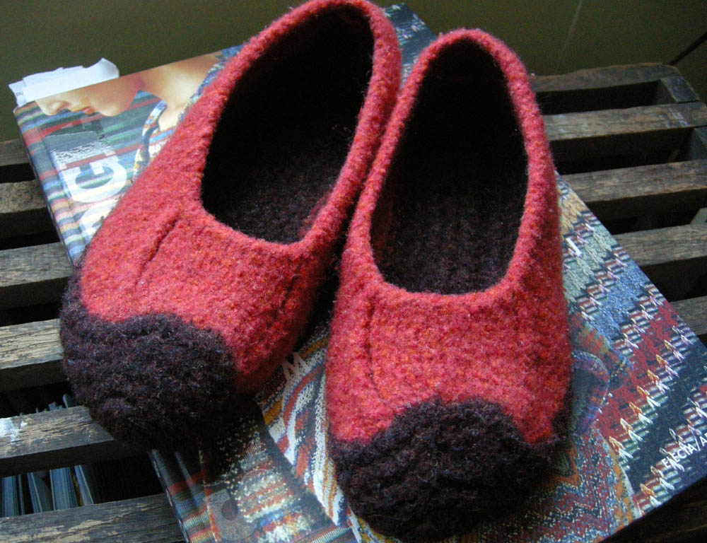Knitting Pattern For Felted Slippers : Free Knitted Slipper Patterns   Design Patterns