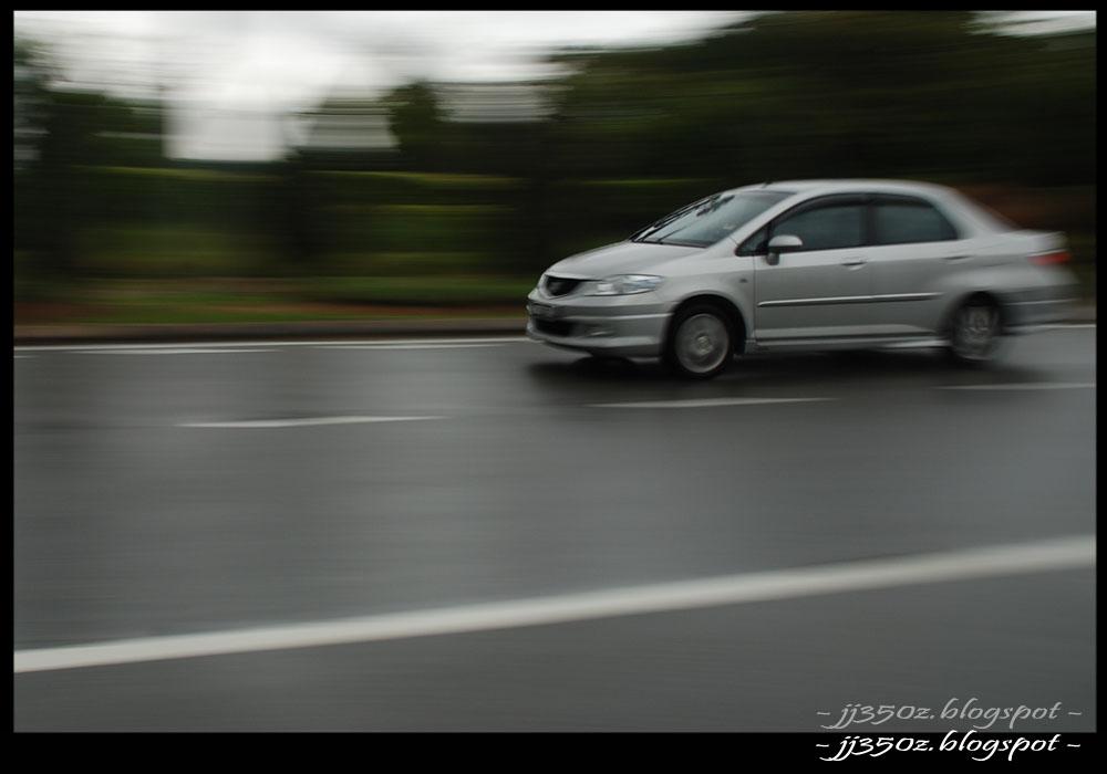 Generation: Car Speeding Photography: http://jj350z.blogspot.com/2009/11/car-speeding-photography.html