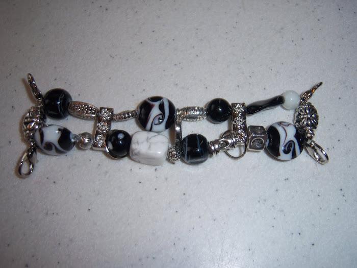 Black/silver/white (W23)