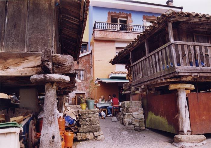pedroveya pedroveya es un pintoresco pueblo de montau00f1a con hu00f3rreos