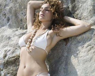 Kelly Brook in Bikinis pics