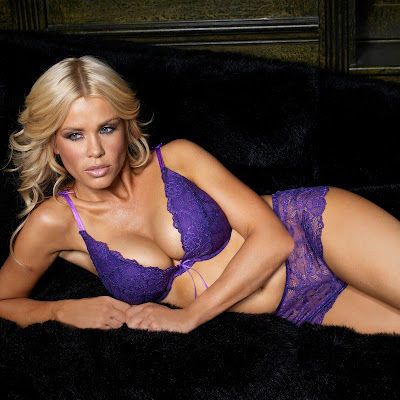 Melinda Messenger Hot Lingerie bikini pictures