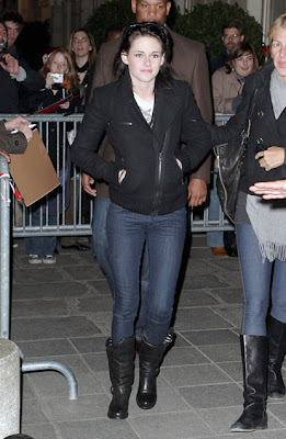 Twilight Arrives at the Crillon Hotel in Paris picture