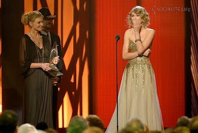 Taylor Swift Wins 2009 CMA Music Awards photos, Taylor Swift Wins 2009 CMA Music Awards pictures, Taylor Swift Wins 2009 CMA Music Awards images, Taylor Swift Wins 2009 CMA Music Awards pics