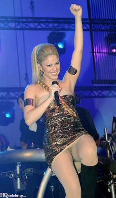 Shakira Sizzles in Paris Performance photo
