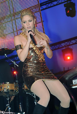 Shakira Sizzles in Paris Performance photos