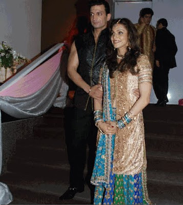 Isha Koppikar Wedding wallpapers, Isha Koppikar Wedding images, Isha Koppikar Wedding pictures, Isha Koppikar Wedding photos, Isha Koppikar in merrige