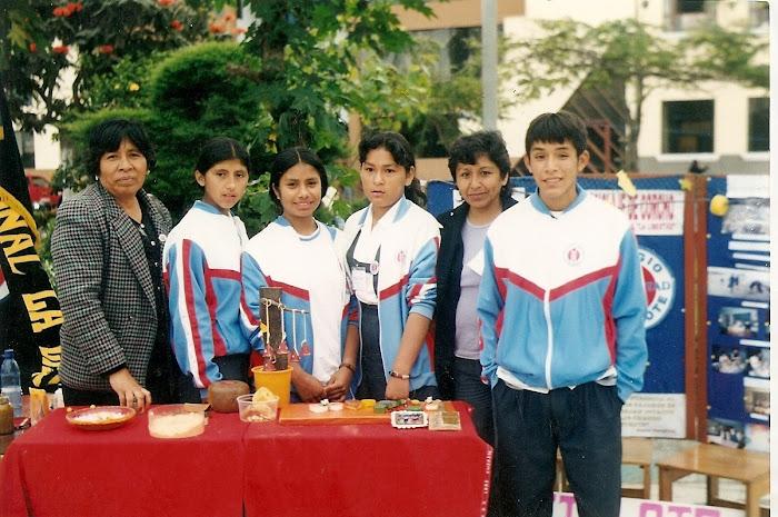 """FERIA CONCYTEC 2001""""RECICLAJE DEL CORCHO"""""""