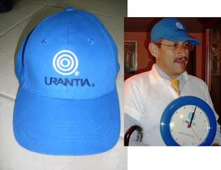 Gorra con logos de Urantia