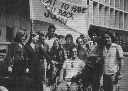JOHN ES RECIBIDO EN MADRID DESPUES DE SU TRAGICO ACCIDENTE
