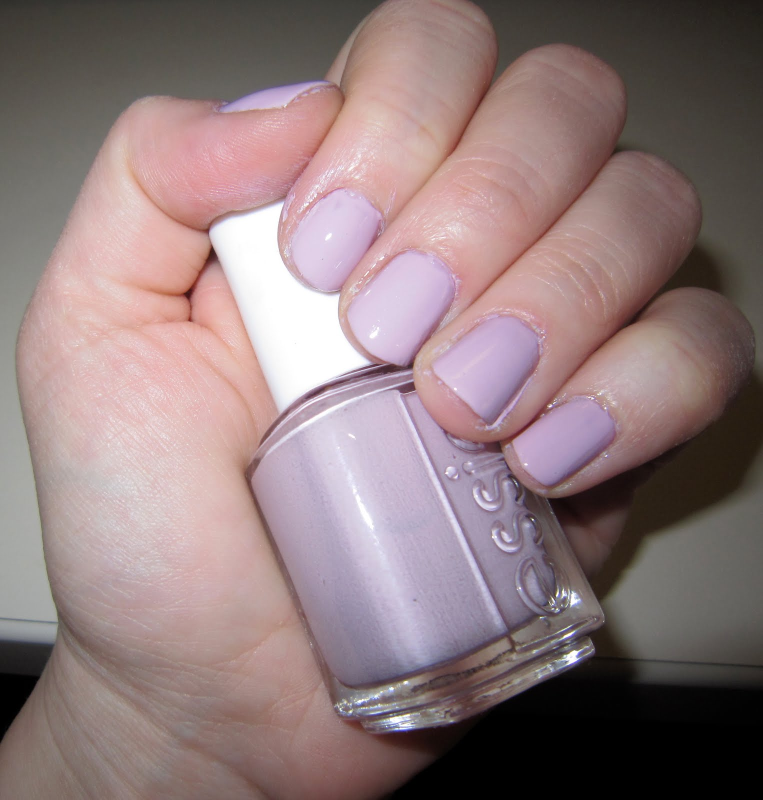 The Beauty of Life: Mani of the Weekend: Essie Neo Whimsical