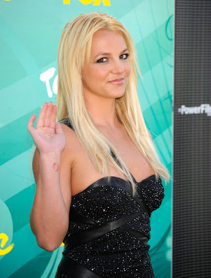 britney spears makeup. to Britney Spears#39; locks.