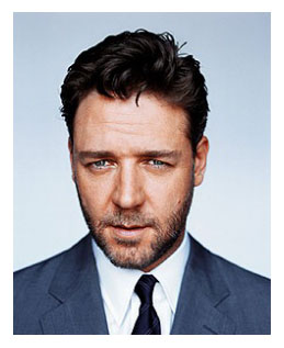 Russel Crowe wearing a suit and tie