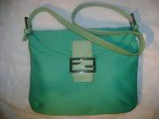 Meravigliosa borsa a spalla/mano Fendi color verde acqua.