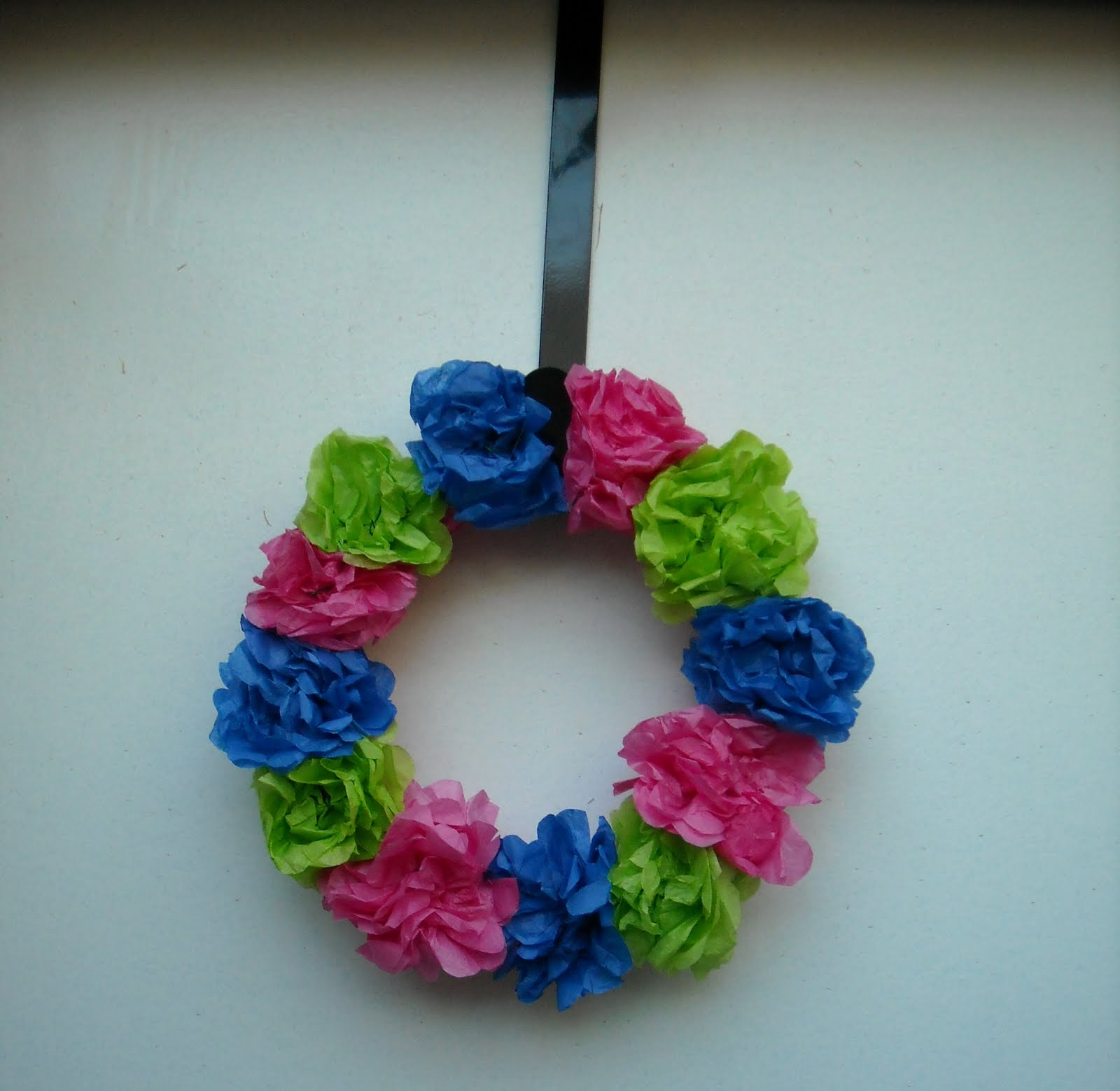 tissue paper crafts Use our templates to make a tissue paper wreath with your children easy enough for small children to do, this craft is fun for everyone and makes a great homemade.