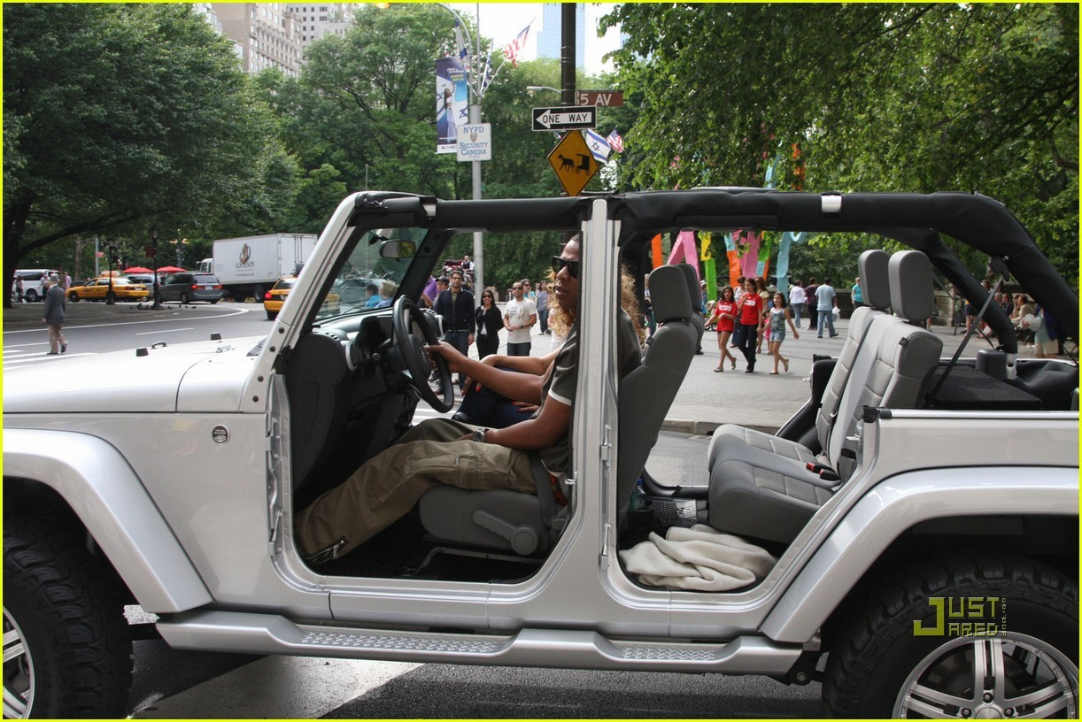 HOT CARS TV: Jay-Z and Beyonce rock the doorless Jeep