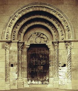 Portada de San Miguel Uncastillo