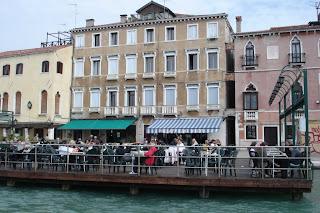 В центре Венеции рестораны всегда заполнены туристами