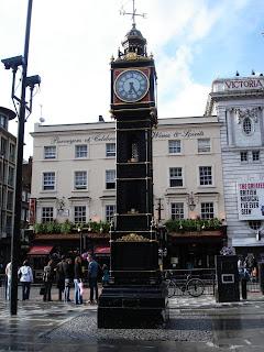 Часы у вокзала Виктория