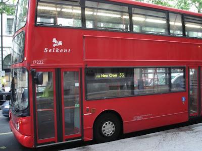 Современный лондонский автобус