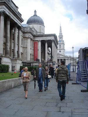 вид на Лондонскую Национальную Галерею (слева)