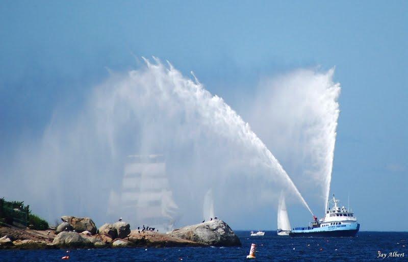 تكنلوجيا تخفي جديدة لقطع السطح البحرية  Picton+Castle+behind+water+Curtain+reduced